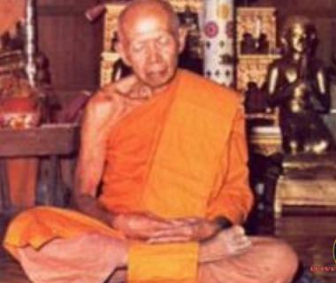 หลวงปู่ทิม วัดระหารไร่ จ.ระยอง หลวงปู่ทิม ท่านมีนามเดิมว่า ทิม งามศรี ท่านเกิดที่บ้านหัวทุ่งตาบุตร หมู่ 2 ต.ละหารไร่ อ.บ้านค่าย จ.ระยอง
